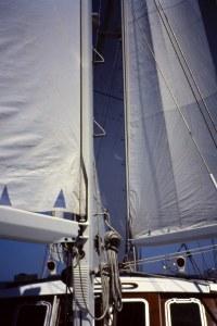 """Navegando a """"orejas de burro"""" al poco de doblar el cabo San Vicente. Fotografía: Alfonso Hernández"""