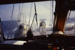 Navegando rumbo a Palma de Mallorca con viento y mar de proa. Fotografía: Alfonso Hernández