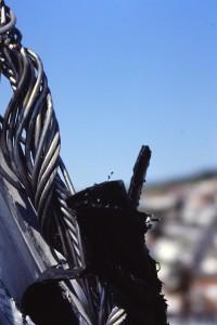 El stay reventado por la driza del génova. El perfil también roto.  Foto: Alfonso Hernández