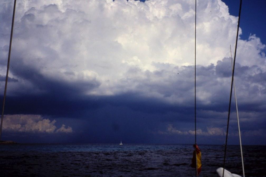 El aspecto de las nubes nos avisará de la llegada inminente de una galerna (Fotografía: Alfonso Hernández)