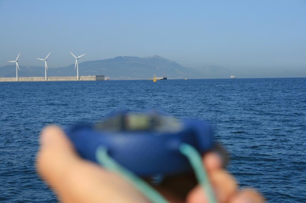 La medición de dos demoras a la costa será suficiente para obtener una posición fiable